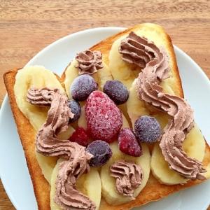 バナナとベリーのクリームのせオープンサンド♪