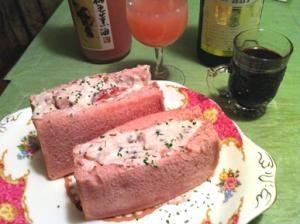 大人可愛い苺の桃色フルーツサンド