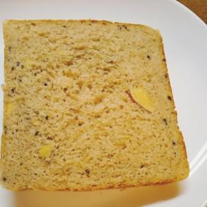 ふすま入り薩摩芋と黒ごまの食パン