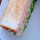 キャベツ外葉とごぼうマヨネーズサラダのサンドイッチ