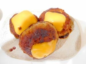 ハンバーグとチェダーチーズ
