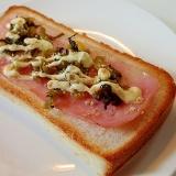 すりごまマヨで ベーコンと高菜漬けのトースト