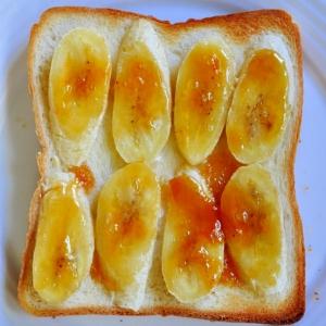 アプリコットジャムとバナナのトースト