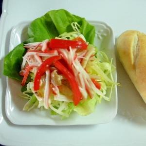 カニカマとキャベツとシメジのソテーサラダ&プチパン