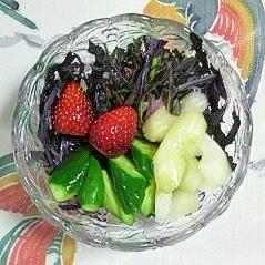 紫のからし菜といちごのサラダ~♪
