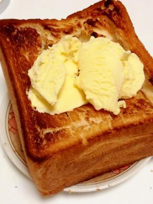 ボリュームたっぷり☆アイスクリームトースト