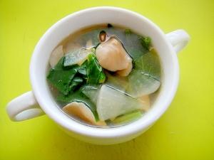 大根と舞茸ほうれん草のコンソメスープ
