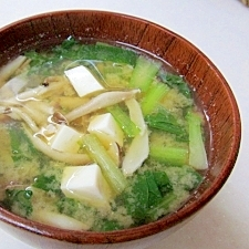 *小松菜としめじ・豆腐の味噌汁*