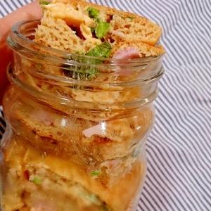 メイソンジャー 菜花とハムたまごのパンケーキサンド