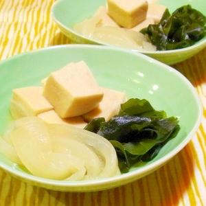 高野豆腐と玉ねぎとわかめの煮物