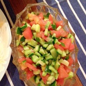 トマトとキュウリのガズパチョ風サラダ