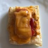 すりごま入り卵焼きとチェダーチーズの油揚げピザ