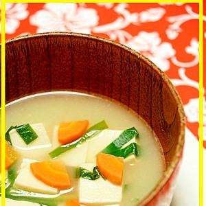 ほっとするお味噌汁(高野豆腐、人参、ニラ入り)