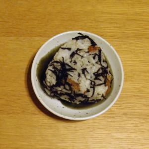 ひじきのいり煮と梅酢のおにぎり