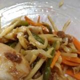 鶏肉と細切り野菜炒め