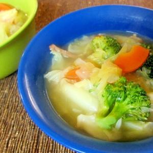 キャベツとベーコンの具沢山醤油麹スープ
