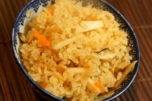 出汁いらず、干し貝柱で中華風たけのこご飯