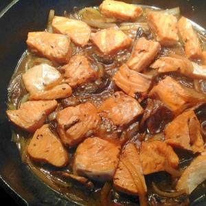 サーモンとタマネギとマッシュルームの照り煮