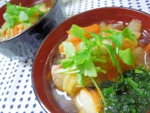 旨味たっぷり、普段使いにも♪野菜たっぷりお雑煮