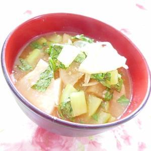 ❤小松菜と間引き大根と大根と玉葱のお味噌汁❤