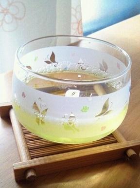 のどごしすっきり!冷たい緑色のお茶