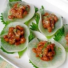 梅干の酸味がさわやか 大葉梅納豆