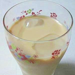 おうちで簡単カフェ。ストロベリーミルクティー
