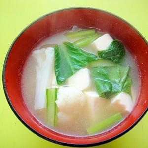 豆腐とカリフラワー小松菜の味噌汁