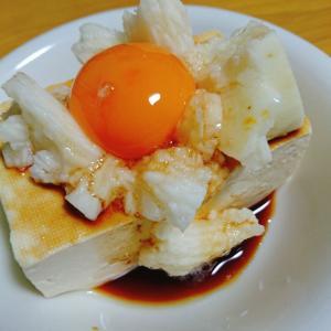 豆腐の長芋と卵黄乗せ
