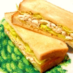 蒸しささみのサンドイッチ(マスタードマヨネーズ)