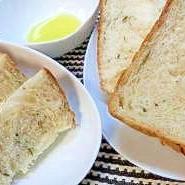ローズマリー香る食パン