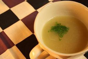 血圧が高めの方に、素朴な玉ねぎスープ