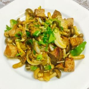 豚ロースのサイコロ肉と野菜の炒め物