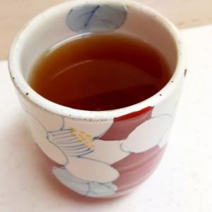 水分補給に!(^^)梅干しと黒糖入りほうじ茶♪