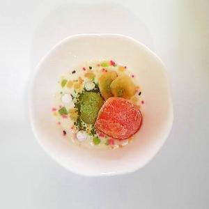 柿、ぶどう、バナナチップのヨーグルト
