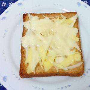 玉ねぎとマヨネーズのチーズトースト
