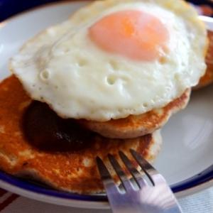 簡単デミグラスソースで、ロコモコ風パンケーキ