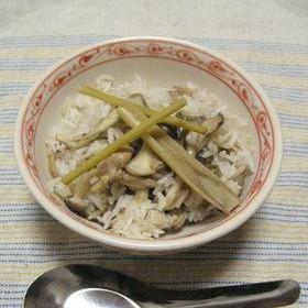 ベトナム風 鶏と茸のレモングラス炊き込みご飯