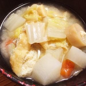 油揚げと野菜たっぷりの具だくさん味噌汁