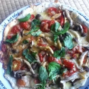 シメジとバジルとプチトマトの手作りピザ