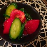 トマトときゅうりのゴマ油和え