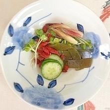 胡瓜、茗荷、茎わかめ、クコの実の梅酢和え