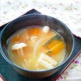 甘みがほっこり♪玉ねぎ・南瓜・ブナピーのお味噌汁
