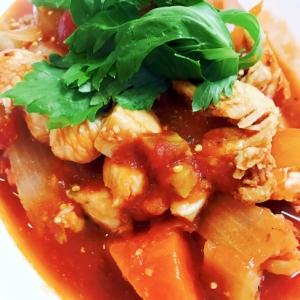 トマト缶でチキンとゴロゴロ野菜のスピード煮込み
