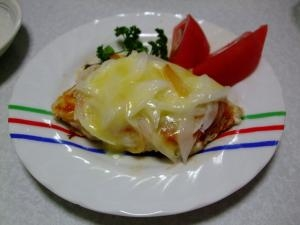 白身魚と新玉ねぎのピザ風チーズ焼き