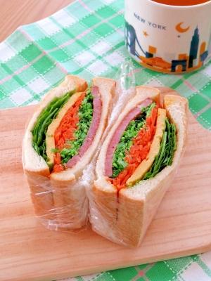 簡単☆お野菜モリモリ!あらびきステーキハムサンド♪