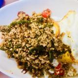 簡単!美味しい!半熟黄身が絡むガパオライス