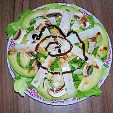 アボマッシュルッコラチーズのサラダ