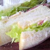 ハムチーズ&玉子のサンドイッチ