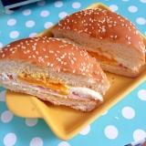 ハムと目玉焼きのハンバーガー☆